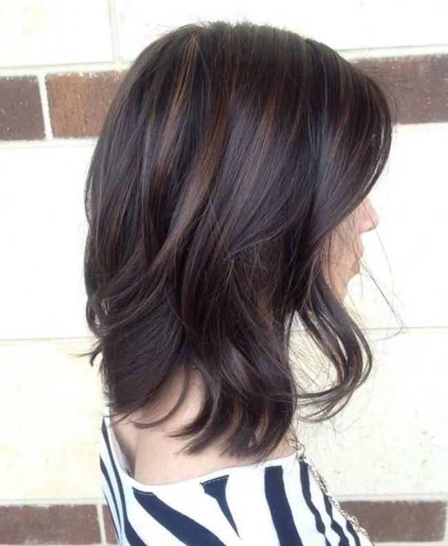 Claritos en pelo oscuro corto